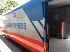 Đường sắt Sài Gòn EXPRESS - chào mừng những khách hàng đầu tiên sử dụng dịch vụ vận chuyển hàng nhanh Sài Gòn - Hà Nội - Sài Gòn bằng toa xe mới